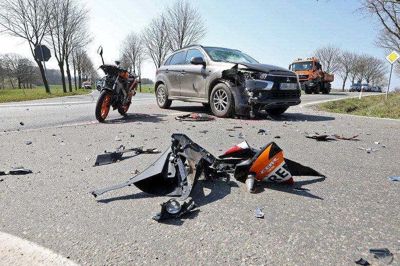 Motorradfahrer bei Unfall an Schlettermühle schwer verletzt