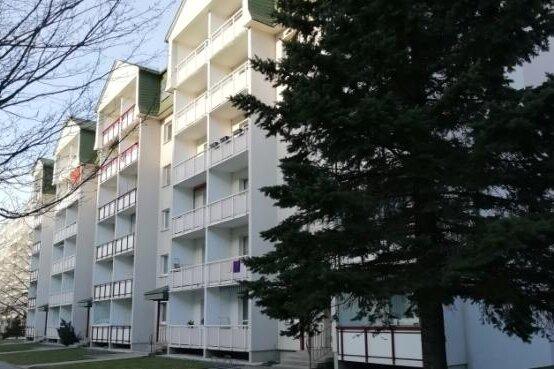 Der Wohnblock an der Karl-Kegel-Straße war in der Nacht zum Samstag wegen einer Bombendrohung evakuiert worden.