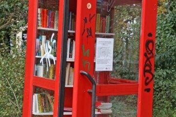 Die Literatur-Ausleihstelle am Schumannplatz ist arg in Mitleidenschaft gezogen.