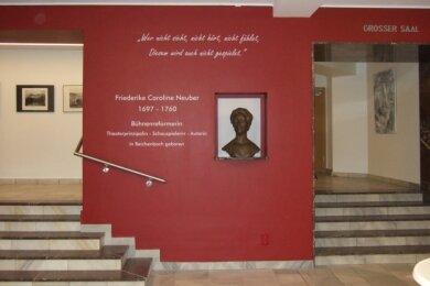 Der Standort der Neuberin im neu gestalteten Foyer. Dort kommt das Konterfei der bekannten Bühnenreformatorin besonders gut zur Geltung.