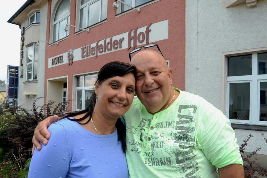 Mirjana und Branko Radulovic wollen den Ellefelder Hof aus dem Dornröschenschlaf wecken. Unterstützt werden sie vor Ort von einigen Ellefeldern, auch mit der IHK haben sie jetzt Kontakt aufgenommen.