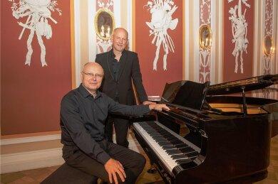Bassbariton Richard Morrison (London) und Pianist Uwe Zeutzheim (Mainz) waren Solisten am Freitagabend. Das Konzert wurde mit einem Büffet im Hof des Museums abgeschlossen.