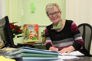 Auch in Zeiten des Lockdowns hat Bürgermeisterin Roswitha Müller jede Menge Arbeit auf dem Schreibtisch liegen.