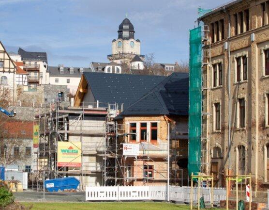 Die Bauvorhaben in der Elsteraue mit Kita-Neubau und Halle 1 der Hempelschen Fabrik (hier im Bild) sowie Spitzenzentrum im Weisbachschen Haus gehören zu den aktuellen Invesitionsschwerpunkten der Stadt.