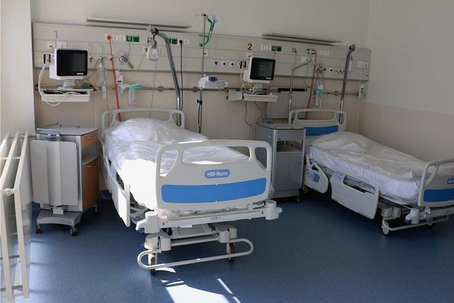 Nicht nur auf der Covid-Station des Freiberger Kreiskrankenhauses stehen immer mehr Betten leer. Noch diese Woche will die Einrichtung die Station daher schließen.