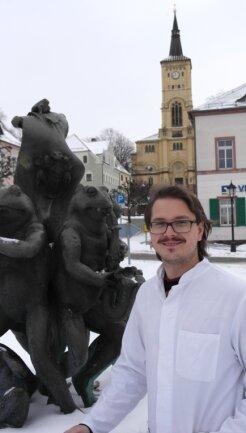Eric Leitert mag seine Heimat. Der Harthaer Markt mit Froschbrunnen und Kirche im Hintergrund gefällt ihm. Wenn alles klappt, will er nach dem Studium in der Region als Arzt praktizieren.