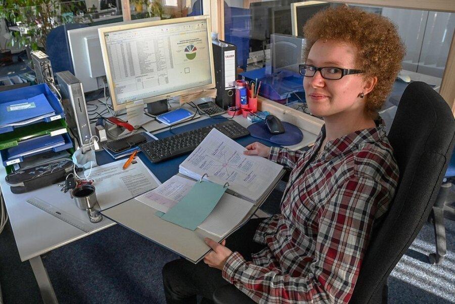 Monique Oldenburg bereitet sich auf eine Prüfung vor, die im BSZ stattfindet. Sie macht eine Ausbildung zur Kauffrau im Büromanagement. Doch ab nächstem Schuljahr soll die Außenstelle des BSZ in Burgstädt geschlossen werden.