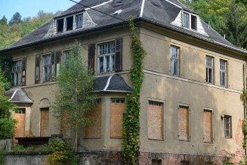 """Um die alte """"Kommandantenvilla"""" des früheren KZ Sachsenburg macht die Stadtverwaltung ein Geheimnis."""