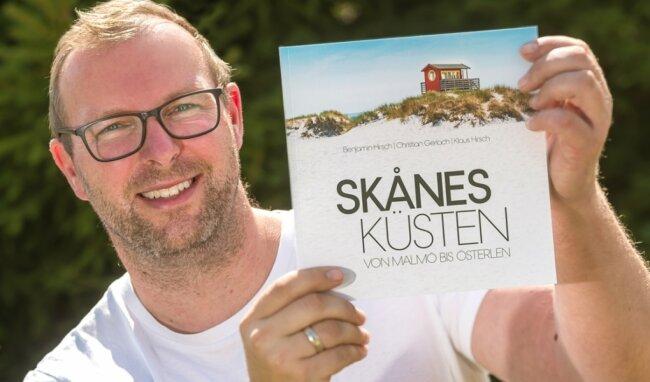 In seinem neuen Buch zeigt der Fitnessstudiobetreiber Fotografien von weiten Sandstränden und beliebten Ausflugszielen. Außerdem stellt er einige Wanderrouten vor.