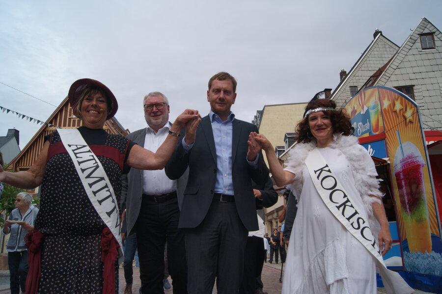 Ministerpräsident Michael Kretschmer stattete dem Auftritt der Theatergruppe des Miskus einen Besuch ab.