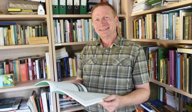 """Ulrich Möckel ist in seiner Freizeit engagierter Herausgeber und Texter samt Fotograf für das Internet-Projekt """"Der Grenzgänger"""" - einer digitalen Zeitschrift, die vom Leben in Böhmen berichtet."""
