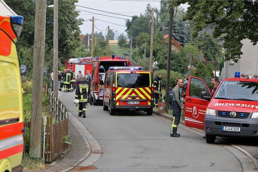 Bei größeren Einsätzen erhalten die Feuwerwehrleute aus Oberwiera auch Unterstützung von Helfern aus Nachbarorten. Das war beispielsweise im Juni 2019 an der Bachstraße der Fall.
