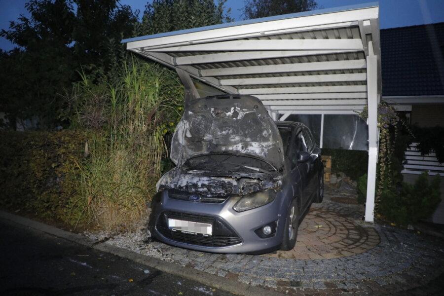 Carport- und Autobrände - die Serie reißt nicht ab