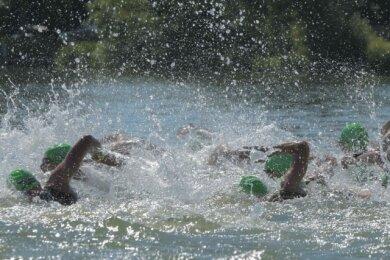 Das Foto entstand 2019 beim Start des Wettkampfes über die olympische Distanz. Insgesamt waren bei der letzten Auflage des Koberbachtal-Triathlons vor zwei Jahren 900 Sportler am Start.