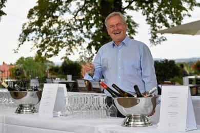 """""""Harte Arbeit"""": Frank Neupold, der neue Chef des Weinbauverbands Sachsen, bei der Weinverkostung in Dresden."""