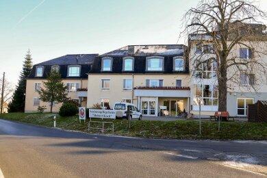 """Im Pflegeheim """"Robert Koch"""" im Crimmitschauer Ortsteil Langenreinsdorf sind mehrere Bewohner infiziert."""