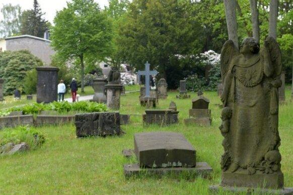 Der Donatsfriedhof ist Anfang des 16. Jahrhunderts als Pestfriedhof angelegt worden. Auf dem Donatsfriedhof sind namhafte Persönlichkeiten begraben. Große Teile der Anlage stehen unter Denkmalschutz.