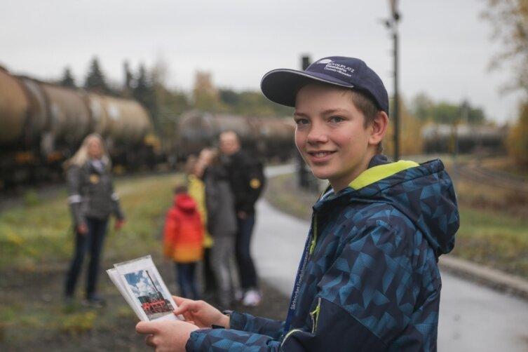 Am letzten Wochenende der Landesausstellung auf dem Schauplatz Eisenbahn in Hilbersdorf hat der 13-jährige Max Beier Kinder durch die Technikpräsentation geführt. Schulklassen gehörten wegen der Coronapandemie jedoch, anders als geplant, nicht zu den Besuchern des Schauplatzes.