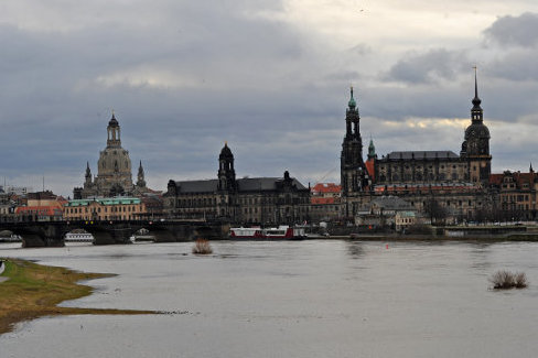 Sprengsatz-Attrappe an Dresdner Marienbrücke sichergestellt