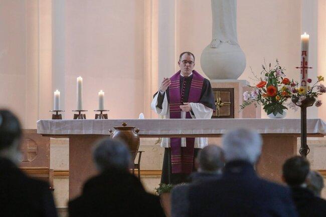 Propst Benno Schäffel bei der ökumenischen Andacht am Sonntagnachmittag in der Propsteikirche.