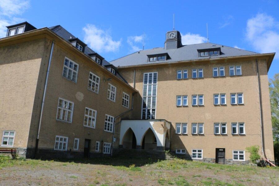 Noch liegt die alte Schule in Mühltroff im Dornröschenschlaf. Das soll sich bald ändern.