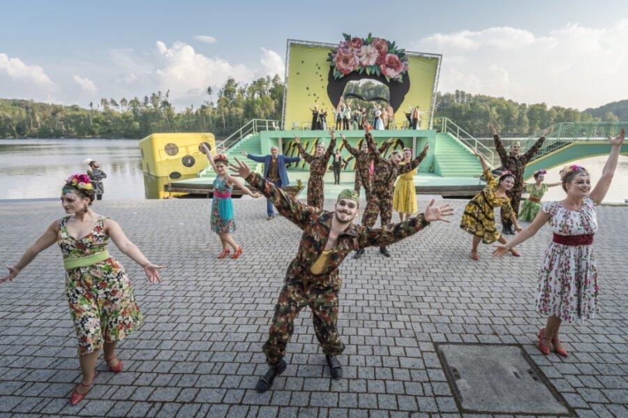 """Insgesamt rund 10.000 Zuschauer sahen die """"Csárdásfürstin"""" auf der Seebühne. Wegen Starkregens fielen diesen Sommer vier Vorstellungen buchstäblich ins Wasser - weit mehr als in anderen Jahren."""