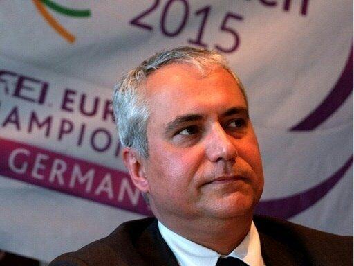 Ingmar de Vos bleibt Präsident des Reit-Verbandes FEI