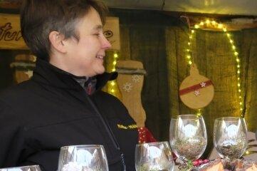 Eine breite Auswahl an weihnachtlichen Accessoires bot Daniela Seidel aus Treuen an ihrem Stand.