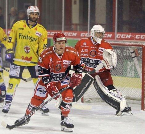 Philipp Halbauer gehörte in den letzten fünf Spielzeiten zur Eispiraten-Abwehr. Nun muss sich das Eigengewächs einen neuen Verein suchen.
