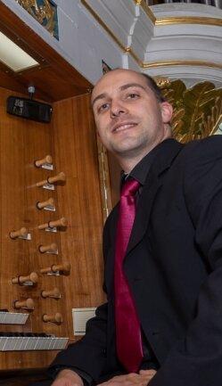 Vergangenes Jahr lauschten rund 50 Zuhörer in der Neumarker Kirche, als Maximilian Beutner bei Orgelsommer spielte.