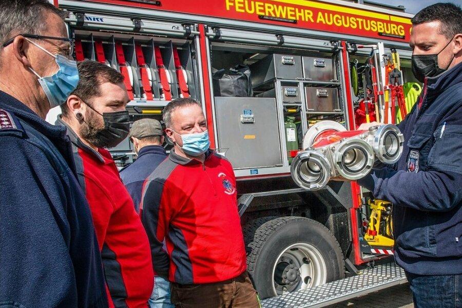 Die neuen Einsatzfahrzeuge HLF 20 wurden zunächst den Kameraden der Feuerwehr präsentiert. Ein Fahrzeug steht in Augustusburg (Foto), das zweite in Erdmannsdorf. Dort wurde schon geschult.