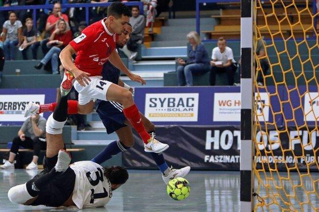 Gabriel Oliveira (rot) erzielte das 2:0.