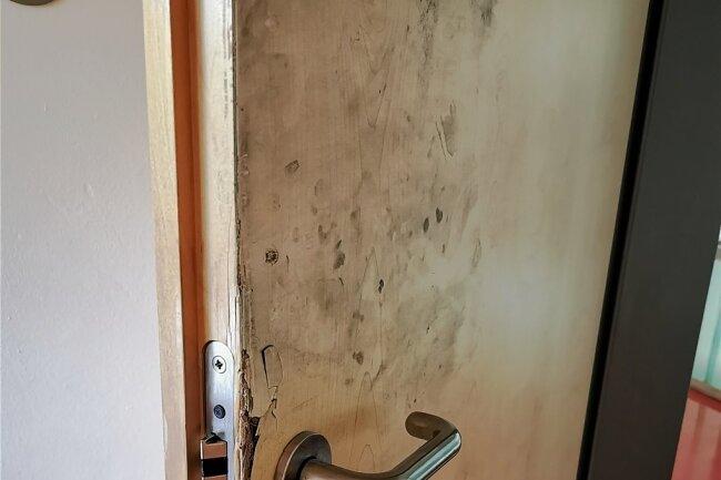 Gymnasium Flöha Einbruch beschädigte Tür