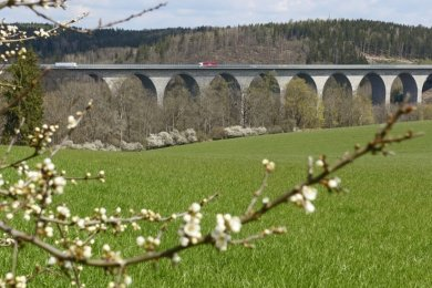 "Die Pirker Autobahnbrücke hat den offiziellen Namen ""Elstertalbrücke""."