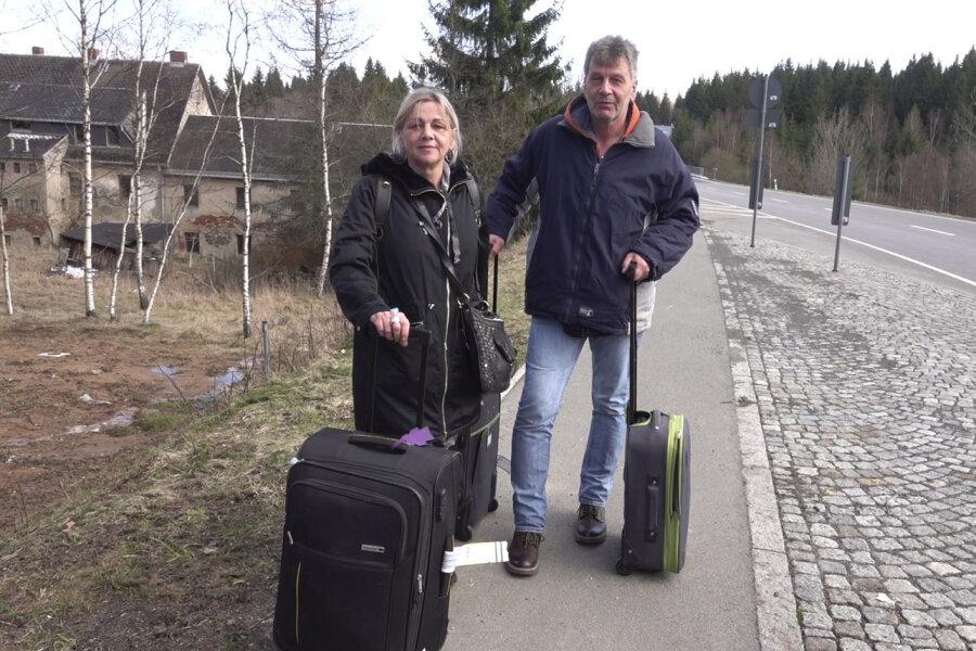 Die Urlauber Monika Kurschus und Roland Flügler strandeten in Reitzenhain an der Grenze.