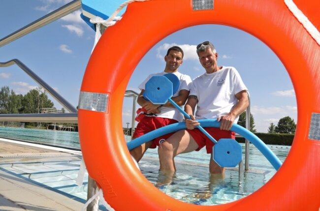 Jörg Mäder (links) und René Kazmierczak bieten Schwimmstunden in Waldenburg an.