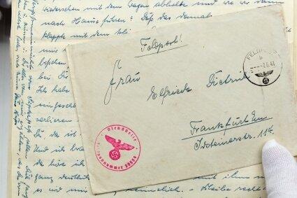 Ein Feldpostbrief aus dem Zweiten Weltkrieg, der in der Schrift Sütterlin verfasst wurde.