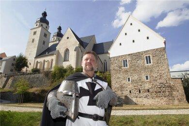 Andreas Dick, Darsteller des Heinrich von Plauen, am Plauener Komturhof. Dort soll es im Sommer 2022 ein Kleinkunstfestival geben.