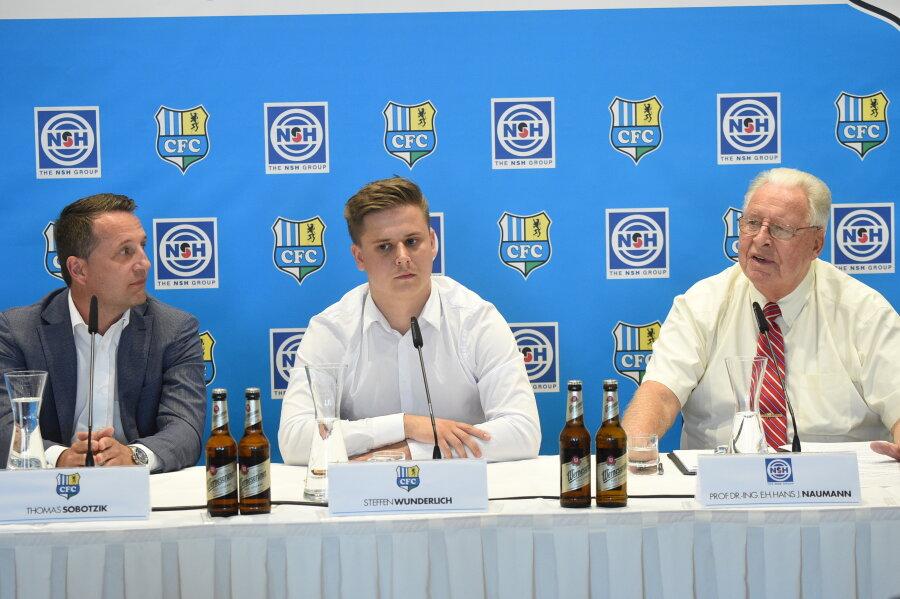 Sportdirektor Thomas Sobotzik, CFC-Sprecher Steffen Wunderlich und Sponsor Hans J. Naumann von Niles Simmons Hegenscheidt