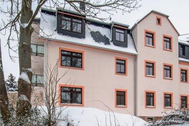Das Gebäude in der Lugauer Poststraße 16 wurde durch die Wohnungsbaugesellschaft umfassend saniert und modernisiert.