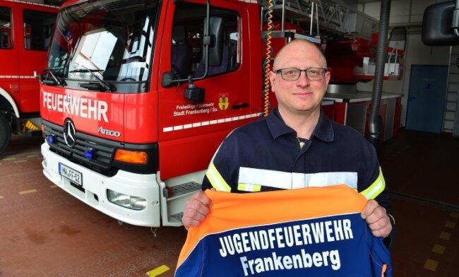 Marko Glöckner kümmert sich bei der Feuerwehr Frankenberg auch um die künftigen Feuerwehrleute.