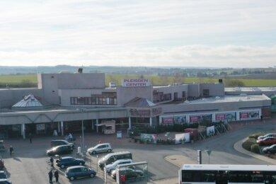 Blick zum Pleissen-Center in Steinpleis. Im Frühjahr 2021 werden Geschäft und Werkstatt eines Fahrrad-Händlers eröffnet.
