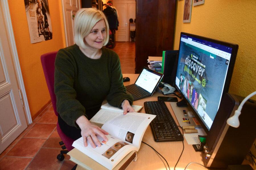Organisatorin Maria Worf im Homeoffice. Den digitalen Tag der Offenen Tür der TU Chemnitz koordinierte sie von Zuhause aus.