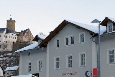 Investiert wird auch ins Scharfensteiner Bahnhofsgebäude, in dem für 115.000 Euro zwei Wohnungen saniert werden sollen.