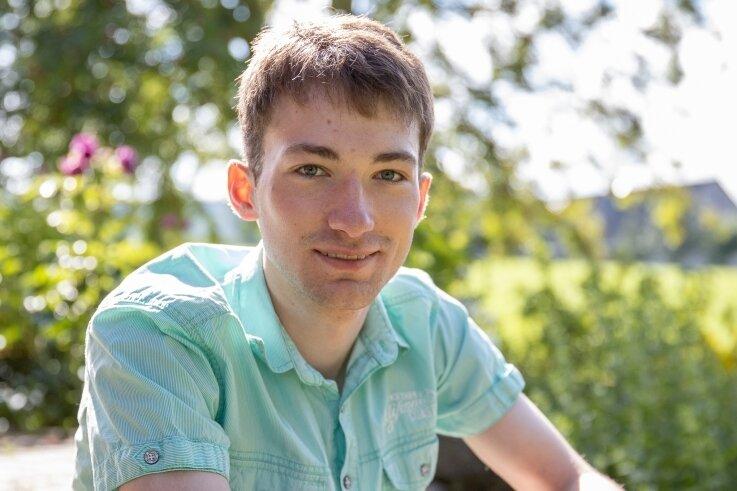 Laurenz Eschrich aus Schlettau hat sein Abitur am Gymnasium der Evangelischen Schulgemeinschaft Erzgebirge mit 1,0 abgelegt. Fotos: Ronny Küttner