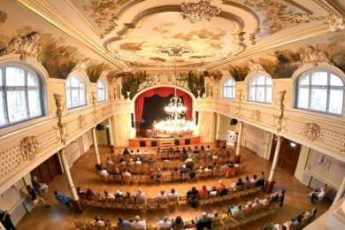 """Das erste Konzert im sanierten Festsaal """"Goldener Löwe"""" in Hainichen mit Jörg """"Ko"""" Kokott und Christian Georgi war ausverkauft."""