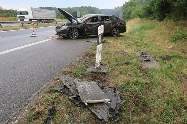 Bei dem Unfall soll es ersten Informationen zufolge vier Verletzte gegeben haben.