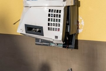 Nach der Explosion war der Zigarettenautomat an der Rochlitzer Straße in Erlau nur noch Schrott.