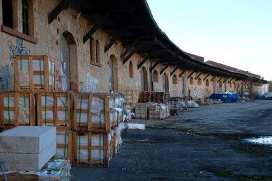 Die leer stehenden Güterschuppen auf dem Güterbahnhofsgelände müssen weichen. Künftig entsteht hier ein Forschungszentrum.
