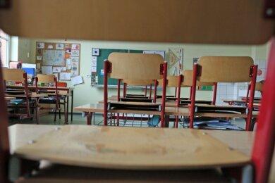 Die Stühle standen ein weiteres Mal auf den Tischen, Eltern waren deshalb ungehalten: In Zwickau und Mülsen gab es in dieser Woche Unterrichtsausfall.